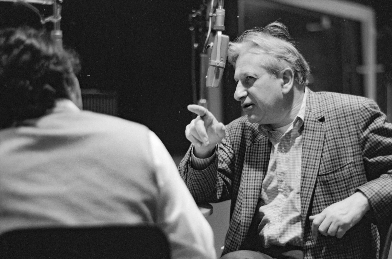 Shankar interviewed by Studs Terkel 9-19-69 WFMT Studio. <em>Chicago History Museum, ICHi-102969, Raeburn Flerlage, photographer<br />*</em>