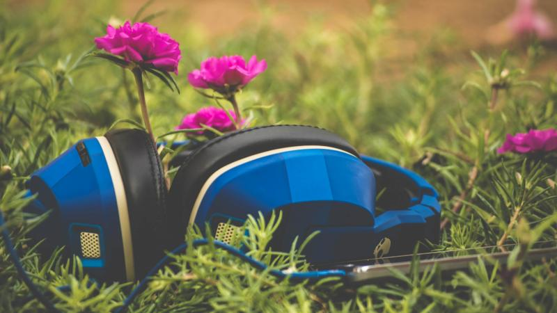 Flowering headphones
