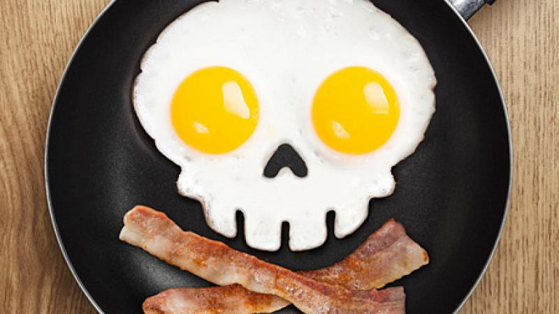Eggs and bacon shaped like a skull and crossbones