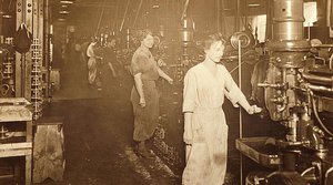 Women working at Nash Motors in Racine, Wisconsin, during World War I