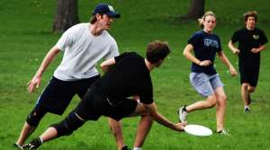 People playing ultimate Frisbee