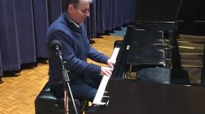 Studio photo of pianist Philippe Bianconi
