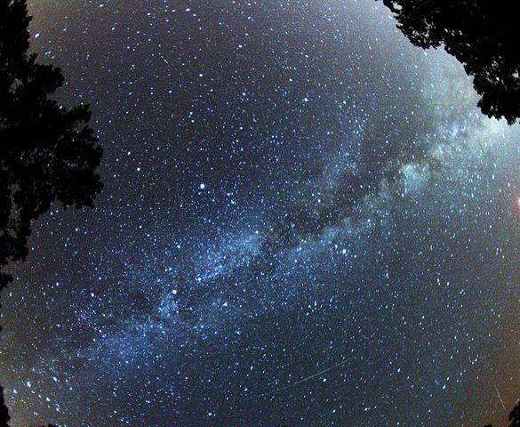 Perseid_and_Milky_Way, Brocken Inaglory (CC)