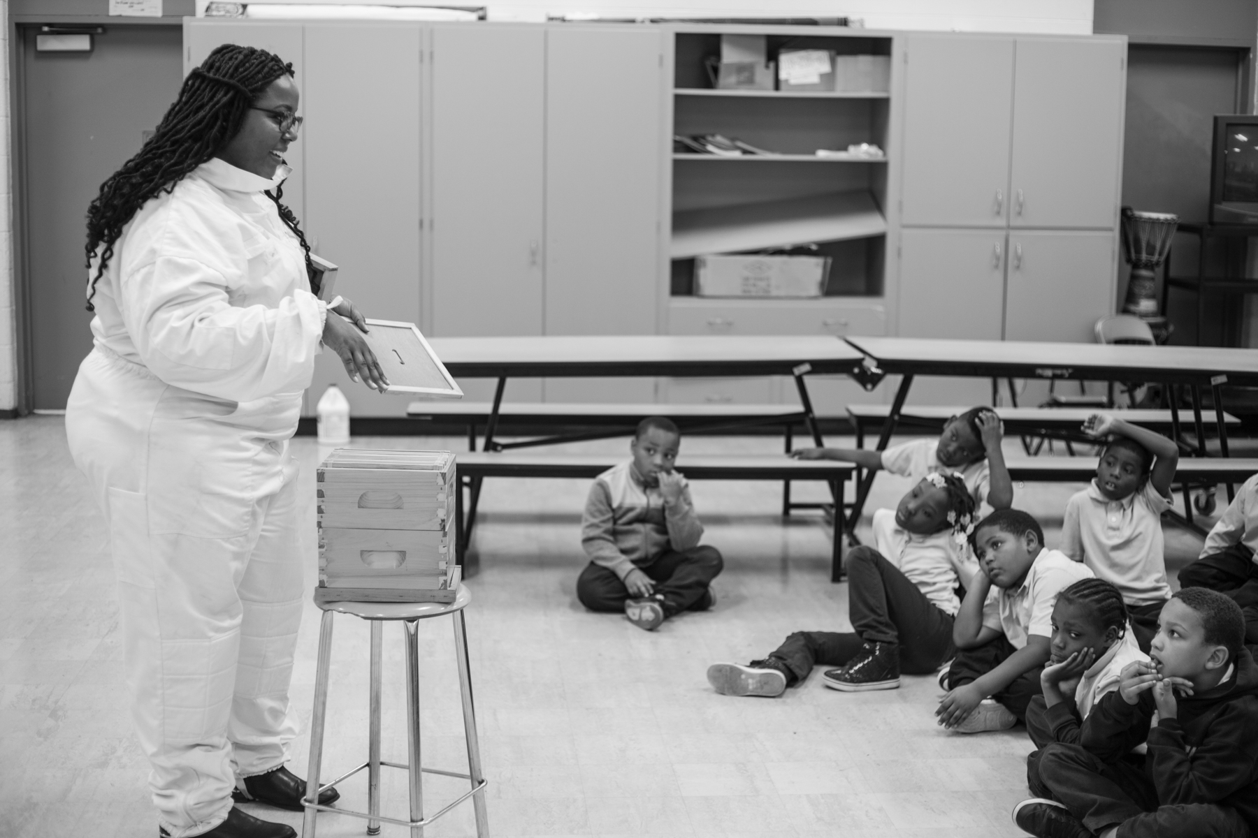 Nicole Lindsey gives students a primer on beekeeping. (Detroit Hives)