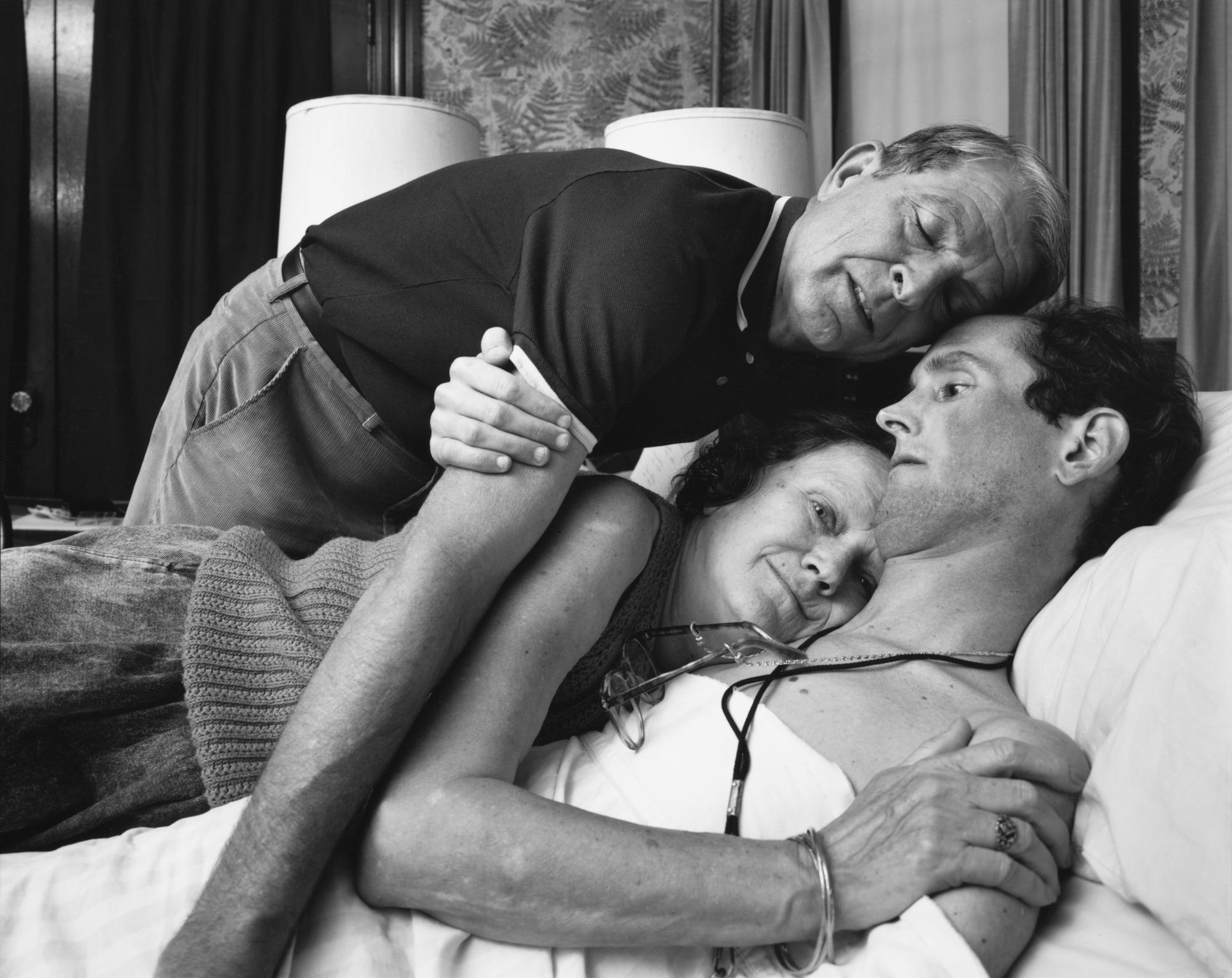 <em>Ginny, Bob and Robert Sappenfield, Dorchester, MA, 1988 | © Nicholas Nixon, courtesy Fraenkel Gallery, San Francisco</em>