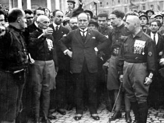 Benito Mussolini, during the march on Rome, with some of the quadriumviri: from left Emilio De Bono, Italo Balbo and Cesare Maria De Vecchi.