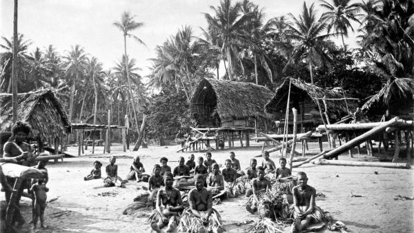 Kerepunu women at the marketplace of Kalo, British New Guinea, 1885