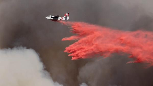 Phos-chek drop during the 2013 Springs Fire