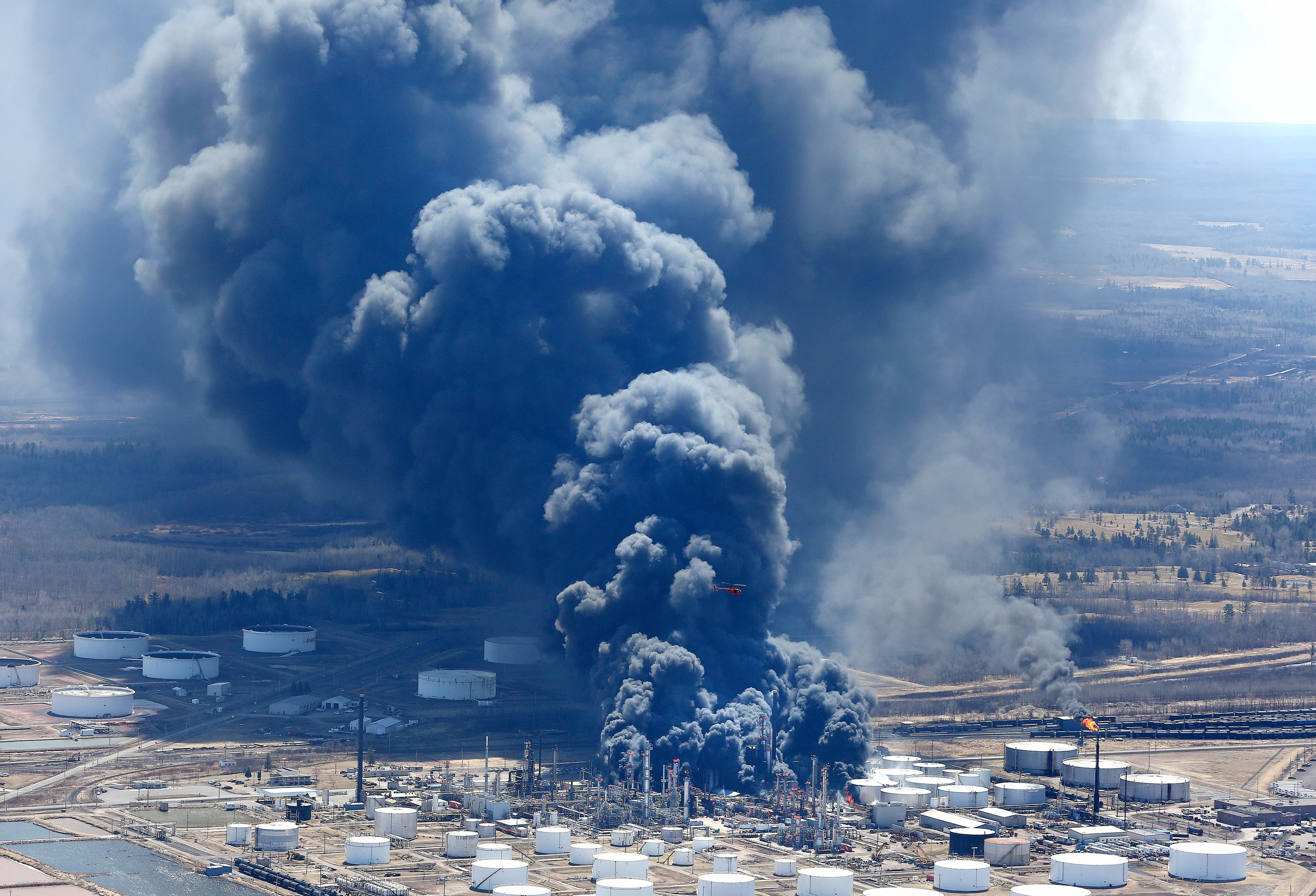 Air, Water Monitoring Continue After Superior Refinery Blasts ...