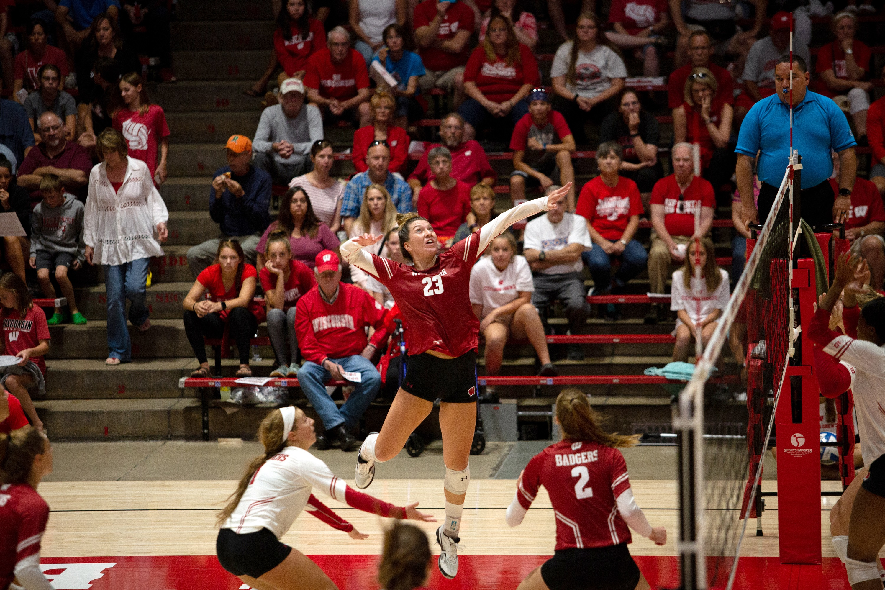 Wisconsin Volleyball Will Face Baylor In National Semifinal Matchup Wisconsin Public Radio