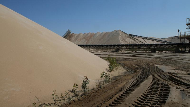 frac sand piles