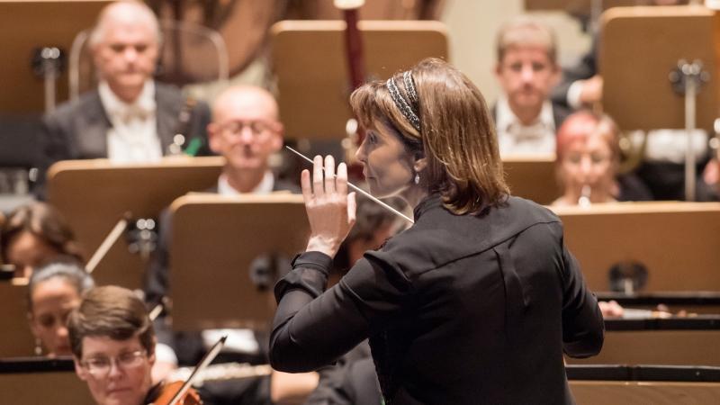 JoAnn Falletta conducting