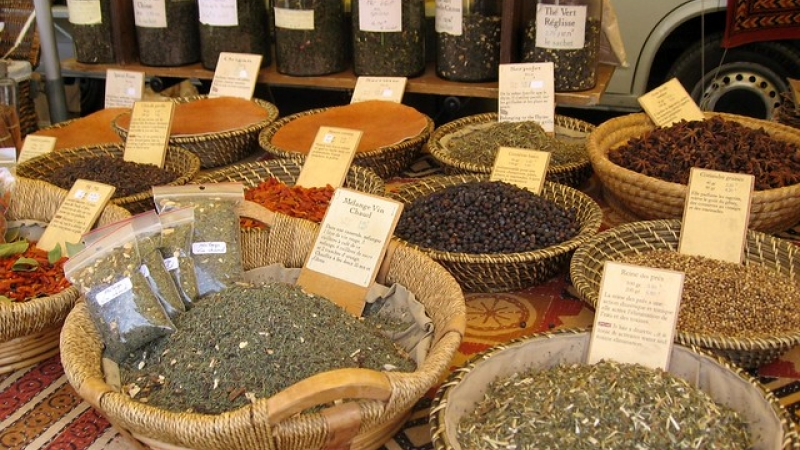 Bowls and contains of spices at a market