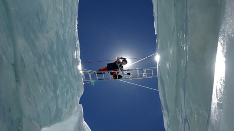 On the Edge crossing icebergs
