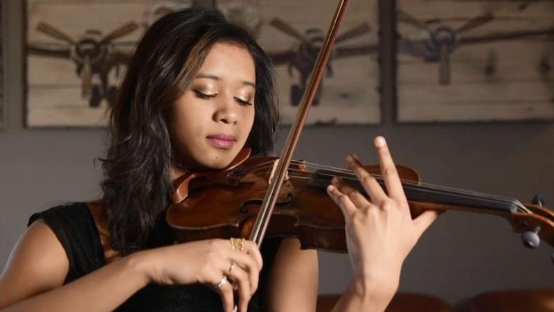Violinist Hannah White