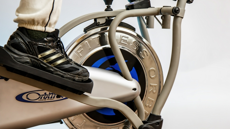 foot on elliptical