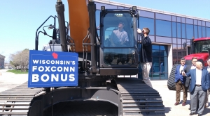Read full article: Walker Taking Part In Foxconn Site Development Announcement