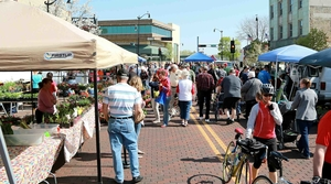 Read full article: WisContext: Wisconsin's Farmers' Markets Come In Many Sizes And Structures