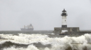 Read full article: Powerful Lake Storm Hits Twin Ports