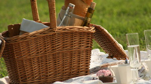 Read full article: Pack A Picnic Basket Like A Suitcase