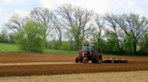 Read full article: Wisconsin Farmers Planting Ahead Of Schedule Thanks To Favorable Weather