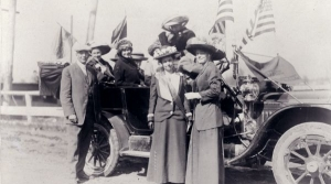 Suffragists campaigning for women's right s to votes in early 20th century Wisconsin