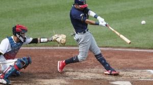 Milwaukee Brewers Mauricio Dubon bats