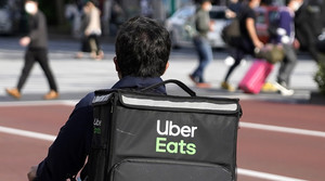 an uber eats bicycle delivery driver