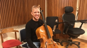 Studio photo of cellist Joe Johnson