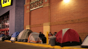 Line Outside Best Buy For Holiday Shopping Season