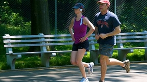 Jogging couple, image by Wikimedia Commons user Ed Yourdon