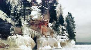 Read full article: Attendance At Ice Caves Over Weekend Breaks Apostle Islands Records