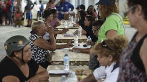 fema representatives meet with puerto rican residents following hurricane maria