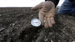 thermometer measures soil temperature