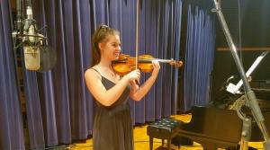 Photo of violinist Isabelle Krier