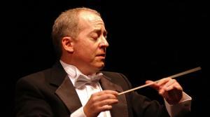 Photo of conductor Jeffrey Schindler