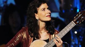 Photo of classical guitarist Sharon Isbin