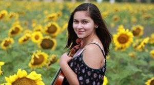 Photo of Violinist Roshini Traynor