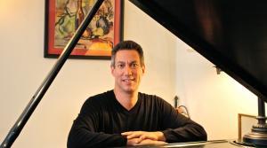 Photo of pianist Mark Valenti