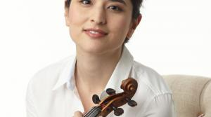 Violinist Naha Greenholtz (photo by Chris Hynes)