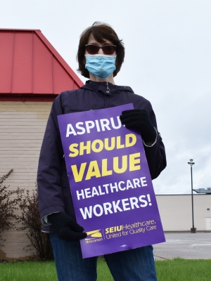 Carol Koeshall demonstrates in Wisconsin Rapids