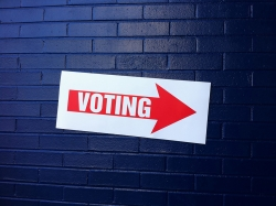 vote sign pointing to a polling place