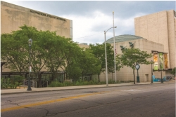 the exterior street view of the Milwaukee Public Museum