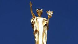 Wisconsin forward statue