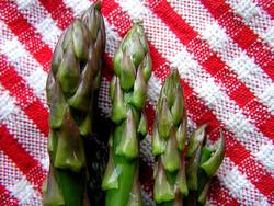 asparagus tips, liz west (CC-BY)