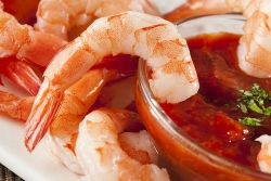 Beer-boiled shrimp and cocktail sauce