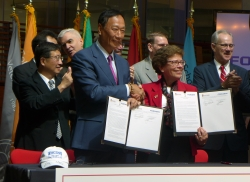 Foxconn CEO Terry Gou and University of Wisconsin-Madison Chancellor Rebecca Blank