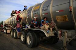 migrant, caravan, immigration, border, women, children, men