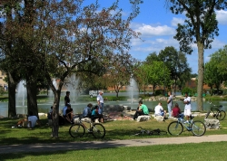 Bicyclists stop at Riverside Park