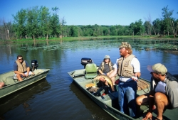 Citizen volunteers learn about Mississippi River fish species.
